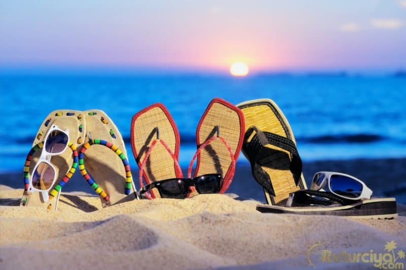 10 Must Have Beach Packing List Items You'll Want for Beach Vacation
